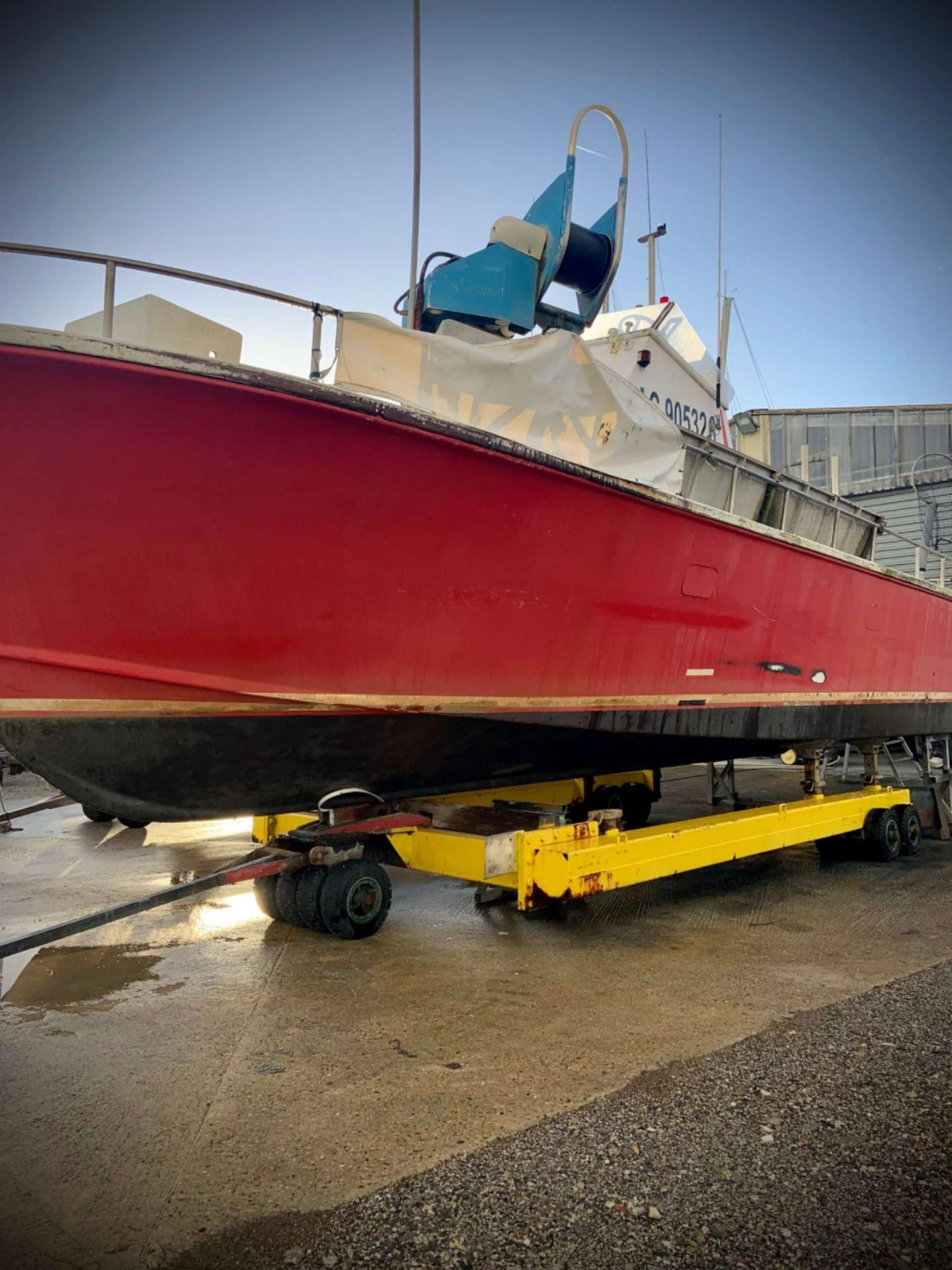 décapage de coque de bateau à Biganos - bassin D'arcachon